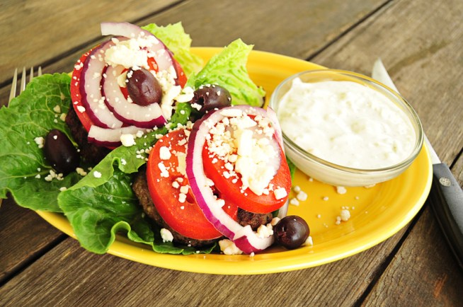 greek-burgers-with-sour-cream-tzatziki-sauce