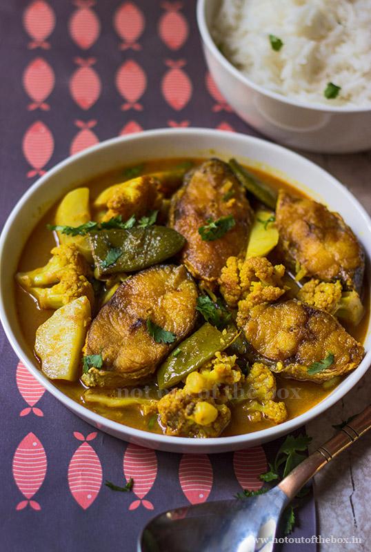 Gurjali Mach er Jhol/Indian Salmon Fish Curry with Veggies