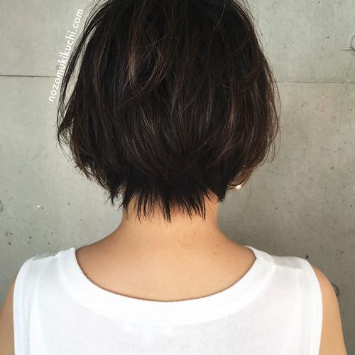 吉瀬美智子風ナチュラルハイライトで立体感を出す40代にオススメなショートボブ