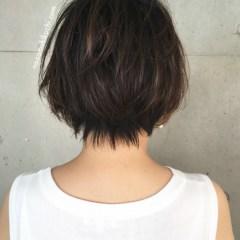 吉瀬美智子風ナチュラルハイライトで立体感を出す40代にオススメなショートボブ1