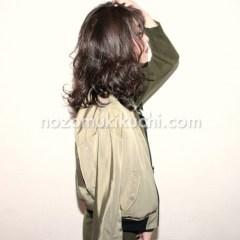 秋冬にオススメな黒髪パーマのミディアムヘア3