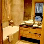 Die Badezimmer sind sehr geräumig und modern. © Nina-Carissima Schönrock