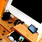 Fernseher, Wasserkocher, Kaffeemaschine, Tablet: alles da. © Nina-Carissima Schönrock
