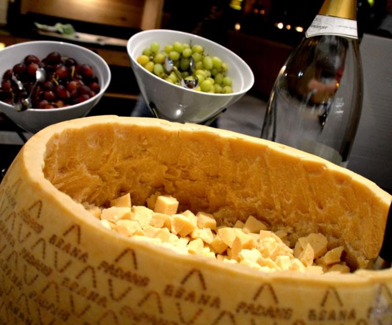 Parmesam gibt es direkt aus dem Laib. © Nina-Carissima Schönrock