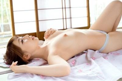 【ヌード画像】長谷川るいの色白美肌が魅力なスレンダーヌード画像(31枚)