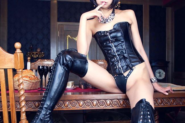 【ヌード画像】ブーツを履いた美女がエロすぎると俺の中で話題にw(32枚)