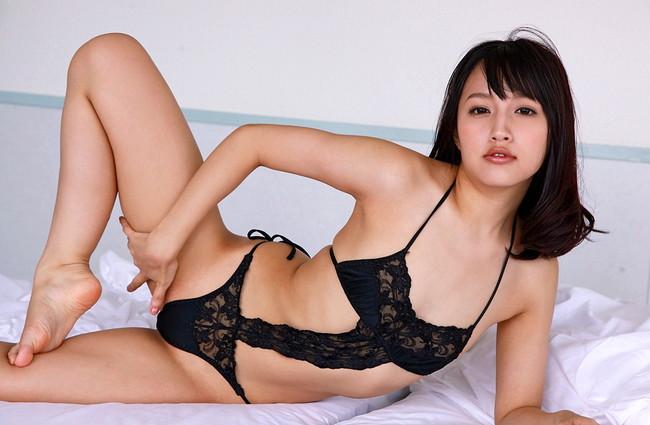 【ヌード画像】青山ローラの下着姿や水着姿がエロカワイイw(31枚)