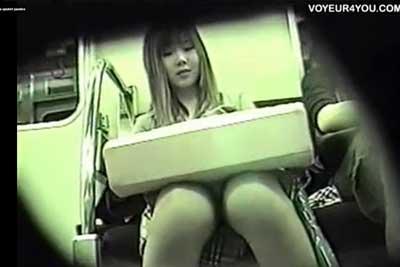 【盗撮動画】地下鉄座席デルタゾーン盗撮!かわいい娘のパンチラしかいらない僕は、ちゃんと顔を撮影してからパンチラ堪能しますw