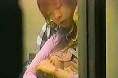 【盗撮動画】バンドマン彼氏とその彼女、まだ人来ないからって機材倉庫でセックス始めちゃいました。まぁ完全に盗撮してますけどねww【無修正】