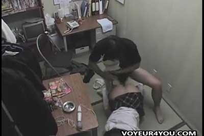 【盗撮動画】万引きして捕まえたJKがあまりにも巨乳でかわいかったので、警察に突き出すかわりにチンコ挿れさせてもらいましたww