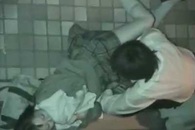 【盗撮動画】深夜のビルの陰で野外セックスしちゃってるJKカップルを発見!僕はビルの屋上からズームカメラで一部始終を盗撮しちゃいましたww