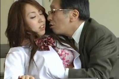 【盗撮動画】超鬼畜教頭発見!学校内で生徒に手を出しちゃってる激エロおっさん教師と内申書のためやむなくセックスを受け入れるJKを盗撮しちゃいましたww