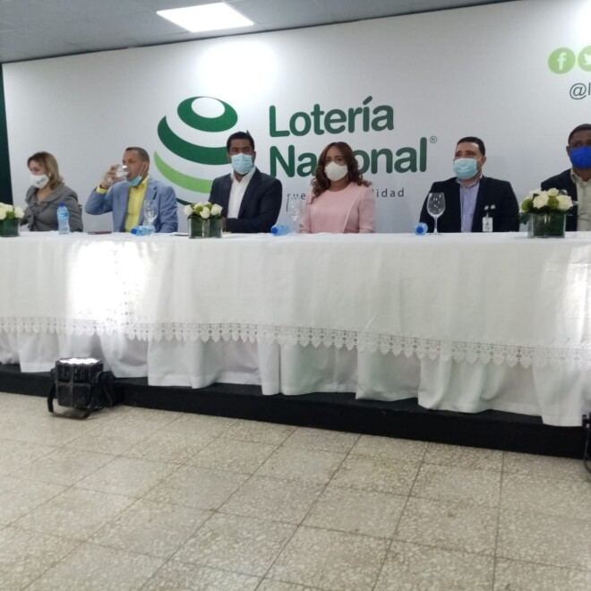 """La Lotería Nacional lanza """"Extraordinario de Navidad"""" con 25 millones en premios."""