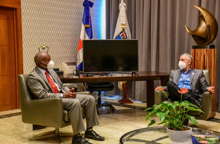 Alcalde SDE se compromete a trabajar en preservación de medio ambiente