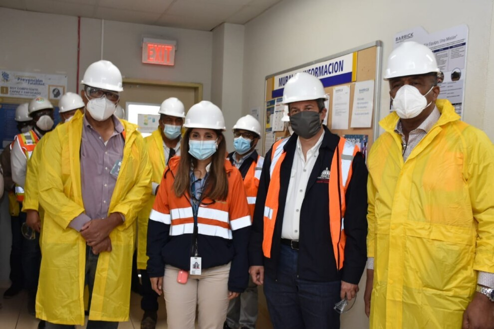 Ministros visitan Barrick Pueblo Viejo