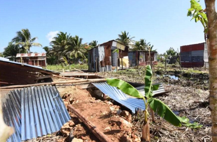 Medio Ambiente desaloja 200 casas construidas ilegalmente en en área protegida de Puerto Plata