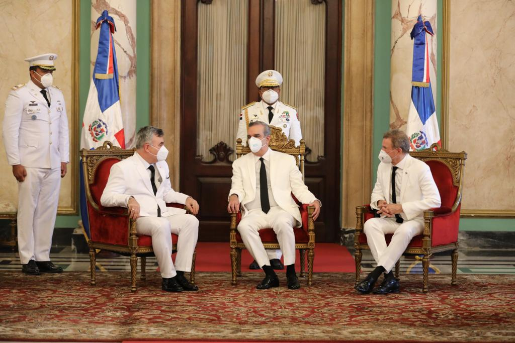 Presidente Abinader recibe cartas credenciales tres nuevos embajadores
