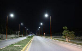 Edesur dispone iluminación de la avenida Antonio Méndez y del polideportivo de Polo