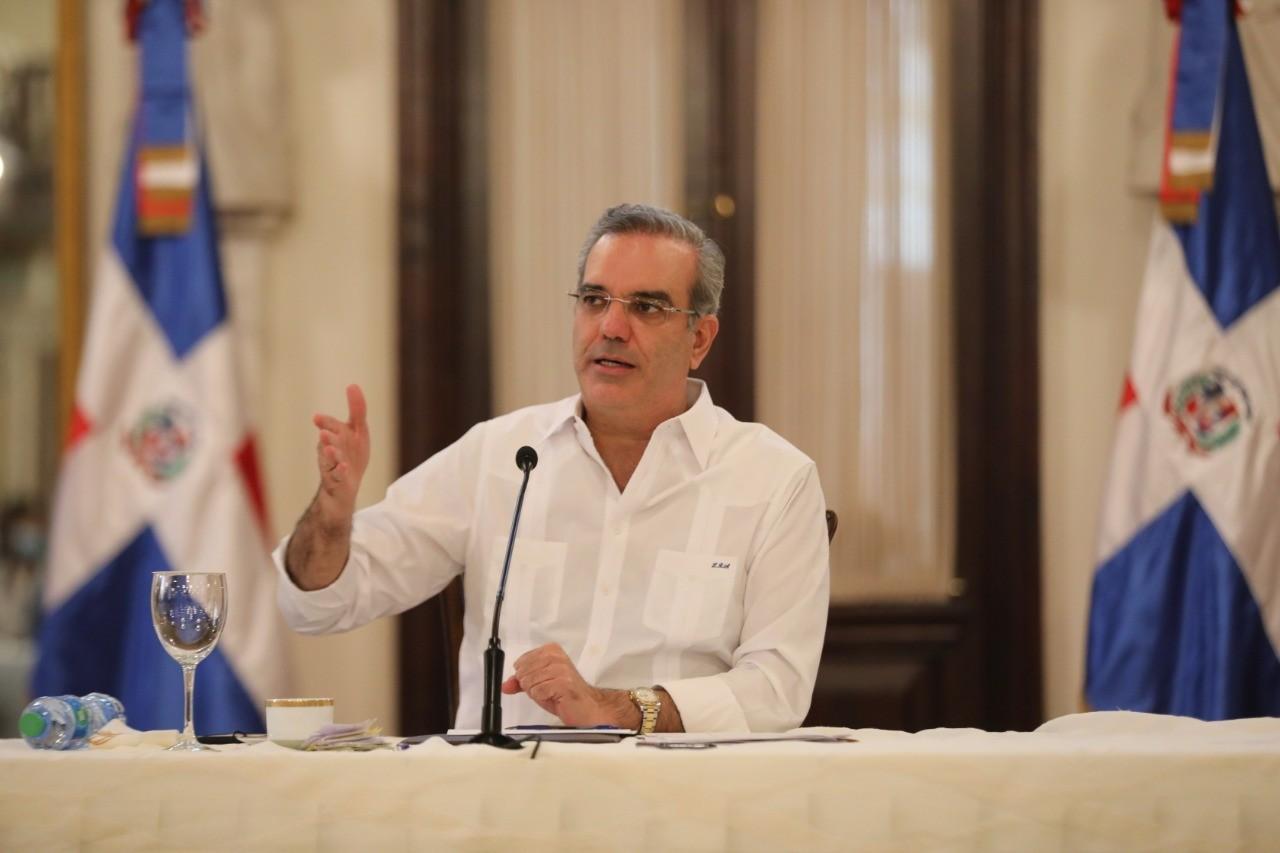 Abinader desvincula a 181 funcionarios adscritos a Cancilleria y del Servicio Exterior