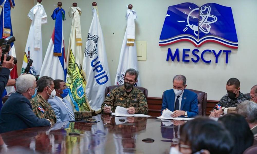 Ministerio de Defensa y Mescyt firman convenio de cooperación para formación profesional de militares y policías