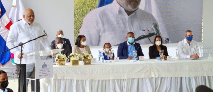 Abinader y Ministro Fulcar encabezan acto inicio de docencia semipresencial