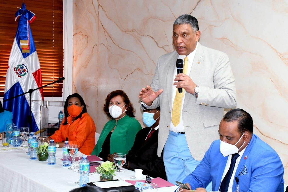 Ministro de Interior insta a gobernadoras a sumarse a lucha contra bebidas adulteradas