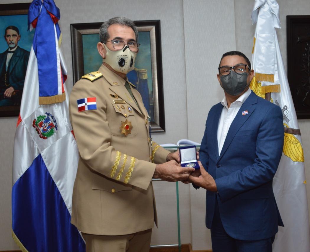 Electrificarán cuarteles militares mediante trabajos conjuntos de la UERS y el Ministerio de Defensa