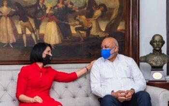 Ministro Fulcar y primera dama Raquel Arbaje tratan situación de la niñez en condición de calle