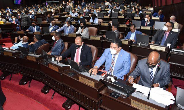 Diputados concluyen lectura del Código Penal; martes comienzan debates