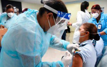 Centros de vacunación contra el COVID-19 abiertos hasta las 8:00 de la noche