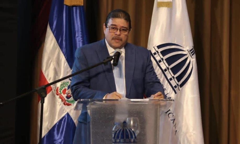 """Ministro de Deportes Francisco Camacho denuncia """"nominillas"""" en el Ministerio"""