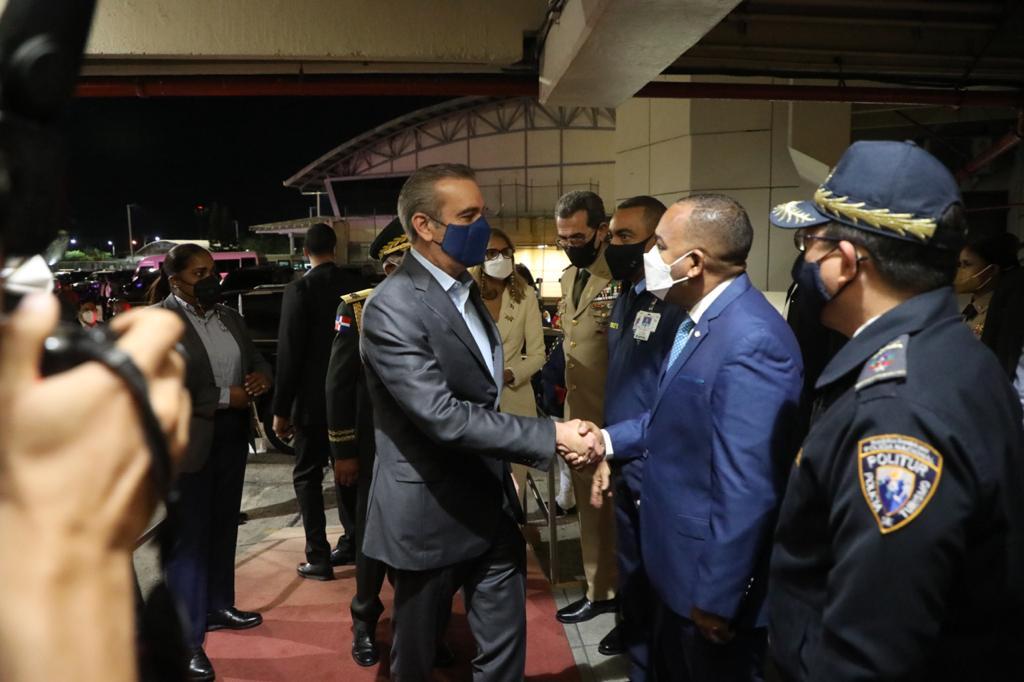 Presidente Abinader sale hacia Panamá, sostendrá encuentro con homólogos de Panamá y Costa Rica