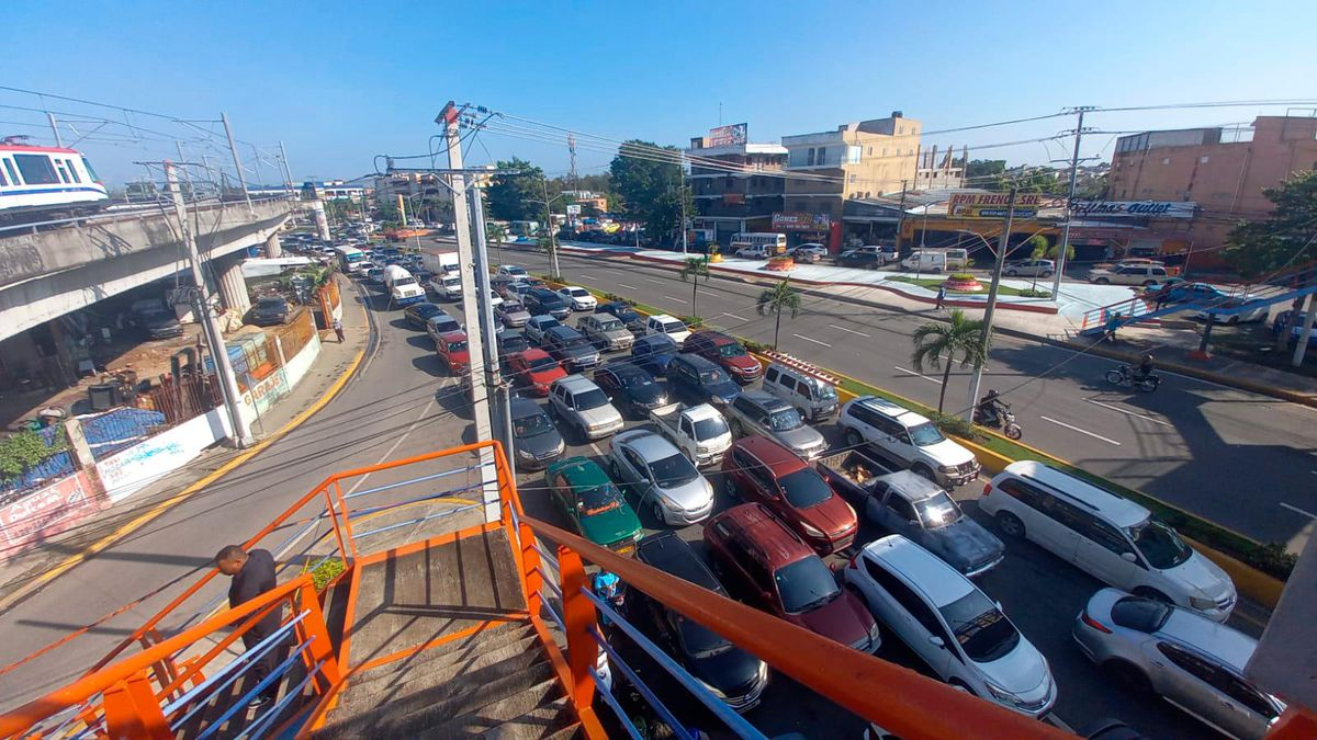 MOPC Cierre del puente de Villa Mella provoca fuerte taponamiento