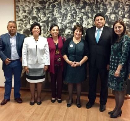 Alcalde Rodrigo Loyola y ediles de la región se reúnen con Ministra de Educación
