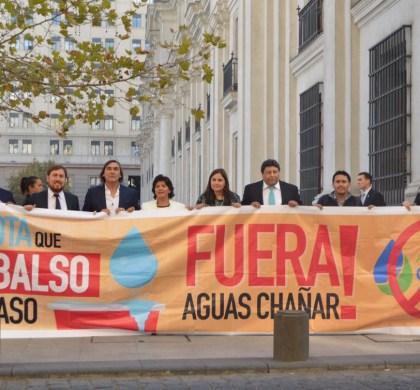 Alcalde Loyola firma carta a Presidenta Bachelet solicitando revocar concesión de Aguas Chañar