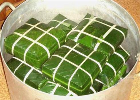 http://i1.wp.com/nwasianweekly.com/wp-content/uploads/2013/32_06/food_banhchung.jpg?resize=490%2C350