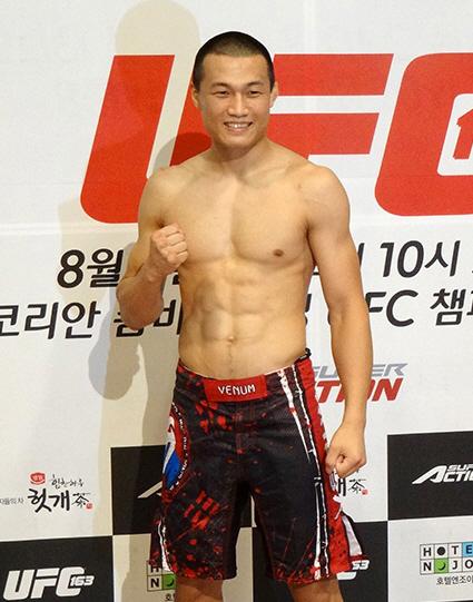 http://i1.wp.com/nwasianweekly.com/wp-content/uploads/2013/32_35/sports_boxing.jpg?resize=425%2C541