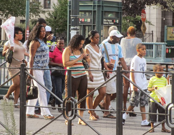 crownheights_2012_eastern_pkwy_people_01