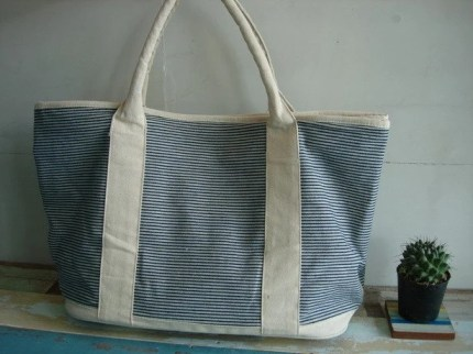 Mingzy 005 - Boat On The Beach Bag