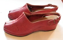 Vintage 1940s Cherry Red Wedgie Shoes - Size 8
