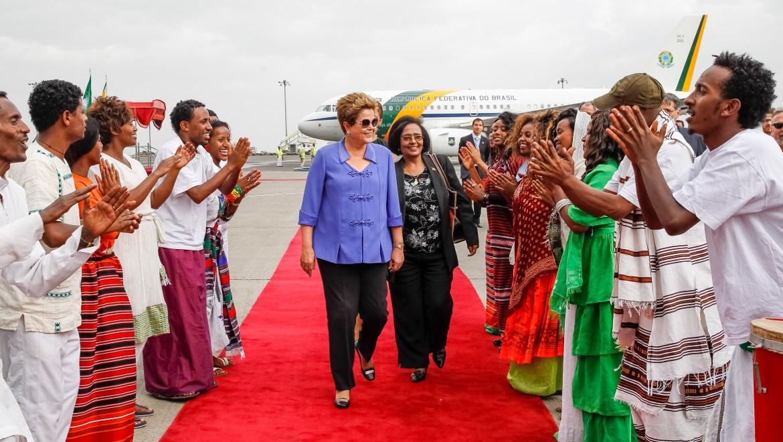 Presidenta Dilma Rousseff chega a Adis Abeba, onde participa do Jubileu de Ouro da União Africana no sábado (25). Foto: Roberto Stuckert Filho/PR