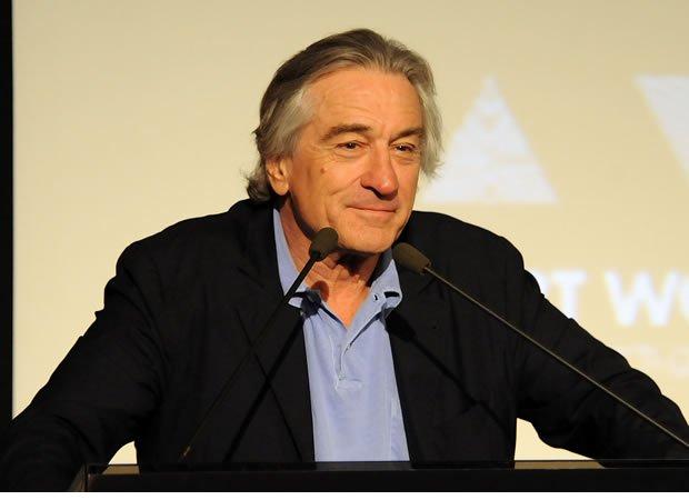 Robert De Niro - Dono de um sorriso que mistura ironia e bom humor, o que Robert De Niro tem de intimidante, possui o dobro em charme.