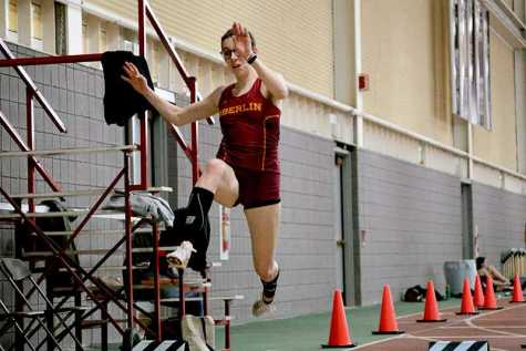 Seniors Sprint Ahead at Bob Kahn Invitational