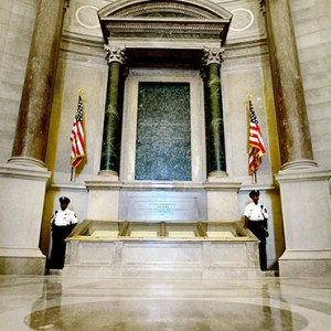 GUARDS STAND NEXT TO THE U.S. CONSTITUTION IN THE ROTUNDA OF THE NATIONAL ARCHIVES IN WASHINGTON D.C. / PHOTO: AP