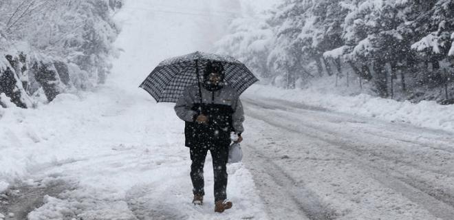 Doctor Friagem acerta de novo: domingo foi de nevasca em Rio Branco