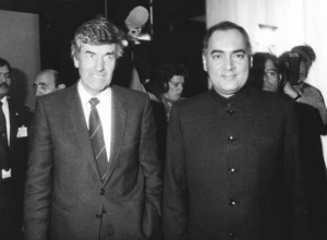Prime Ministers Ruud Lubbers of the Netherlands and Rajiv Gandhi of India meet at Amsterdam Airport, October 21, 1987