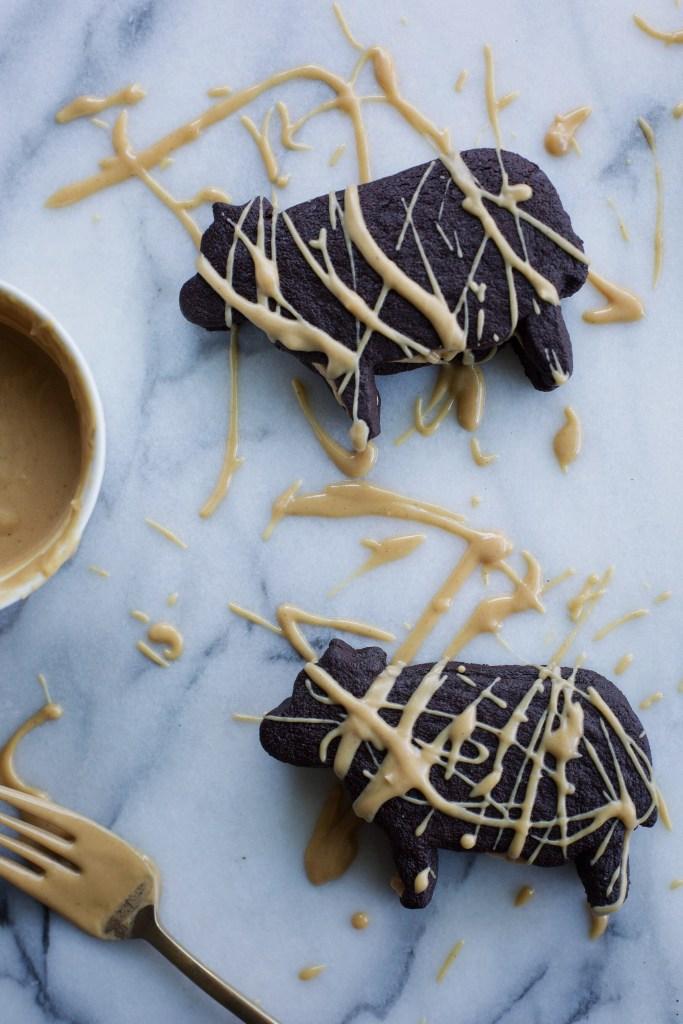 dark chocolate peanut butter cookie cows // ohhoneybakes.com