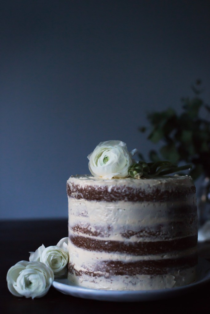chamomile flower cake with vanilla maple buttercream // ohhoneybakes.com