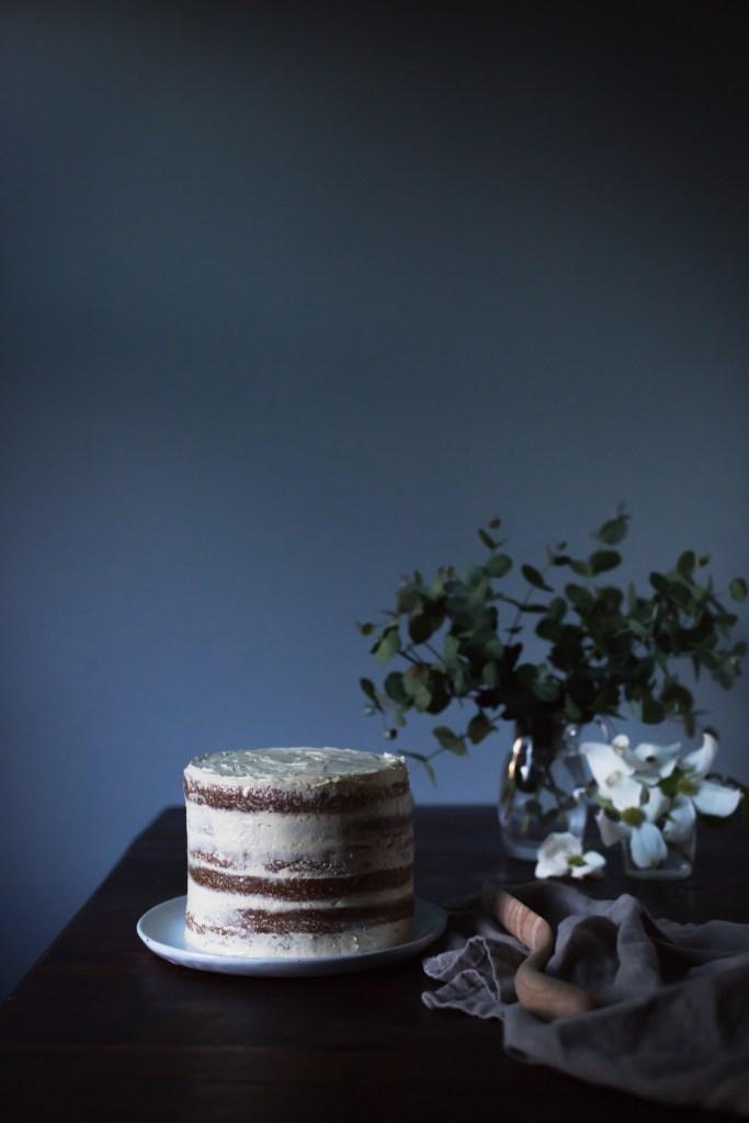 chamomile flower cake with vanilla maple buttercream // ohhoneybakes.com
