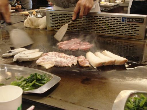Meat being cooked Hibachi style 鐵板燒